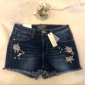 NWT Mid-Rise Floral Frayed Shorts 🦋